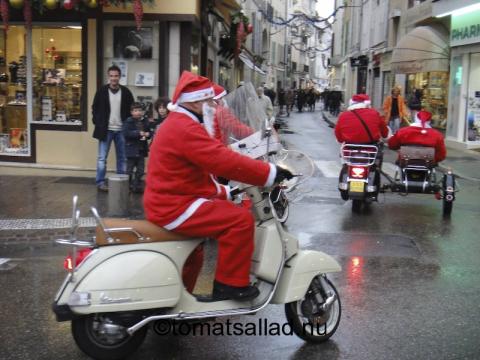 jultomtar på veteranvespa