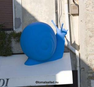 ensam blå snigel