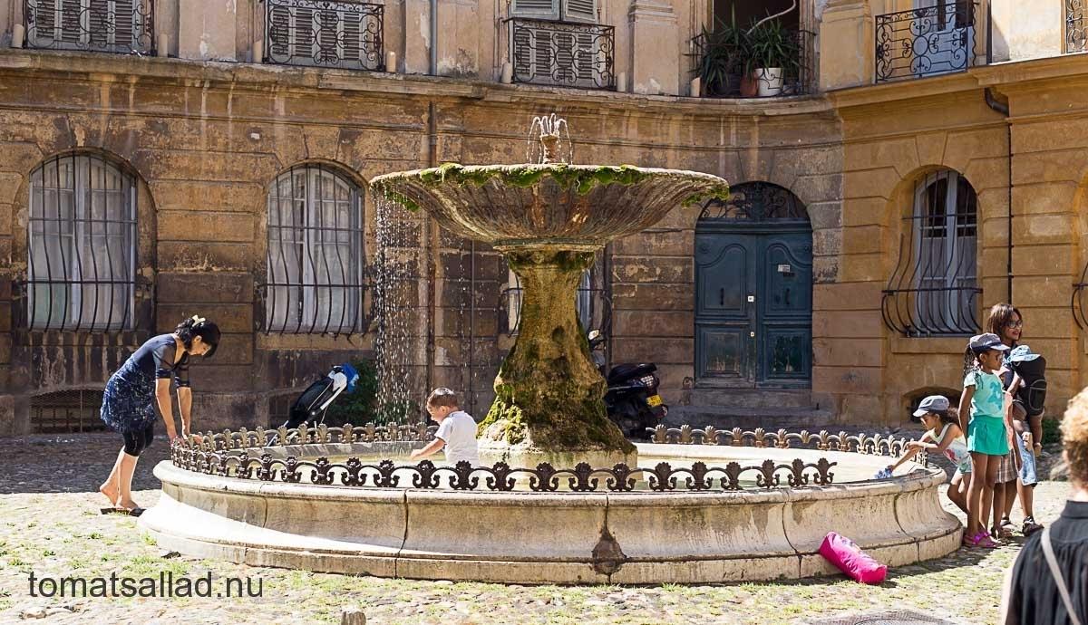 Fontän på Place d\'Albertas i Aix en Provence
