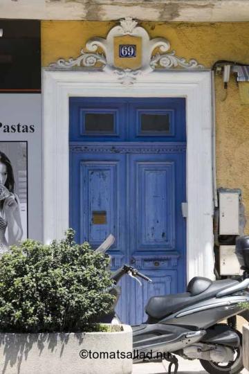 blå dörr i Vallaruis