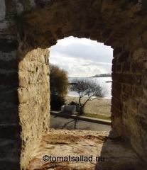 utsikt genom mur