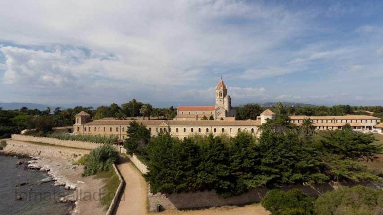 Det moderna klostret på St Honorat