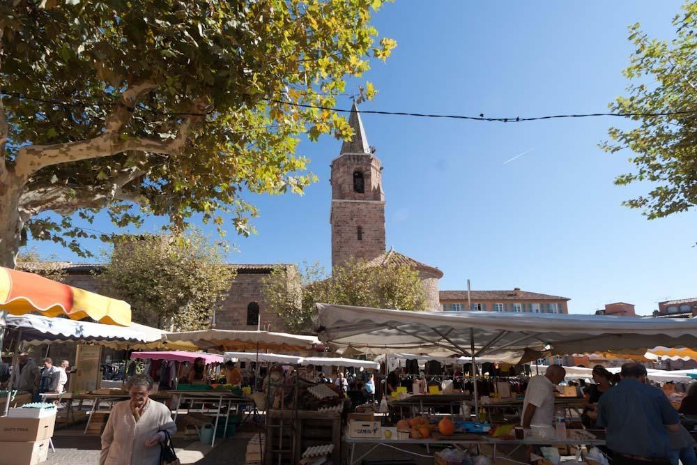 Marknad i gamla Fréjus.