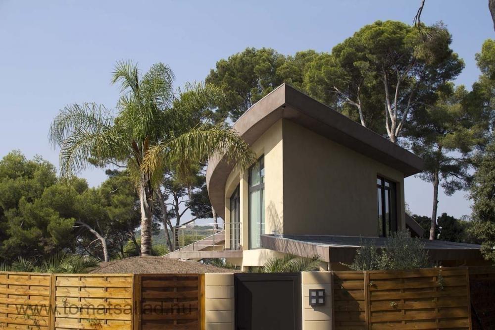 coolt hus ovanför Vallauris