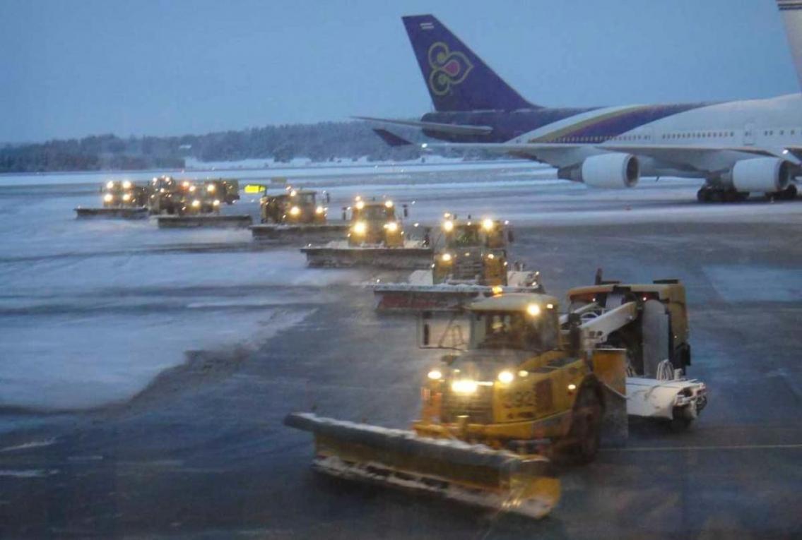 Snöröjningskaravan på Arlanda