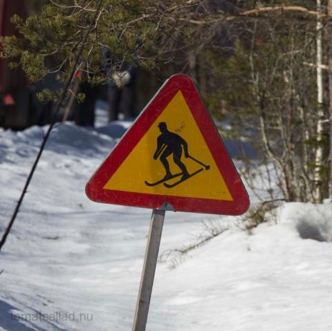 varning för skidåkare