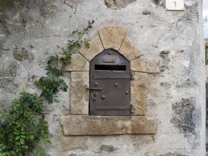 En brevlåda i Auribeau