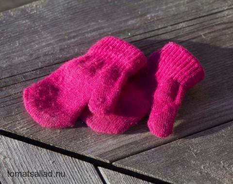 rosa små vantar