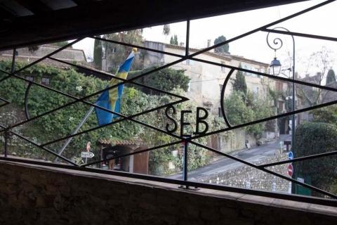 svenska flaggan vajar utanför Stillegården