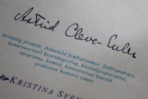 Förstasidan på min B-uppsats med Astrid Cleve von Eulers namnteckning