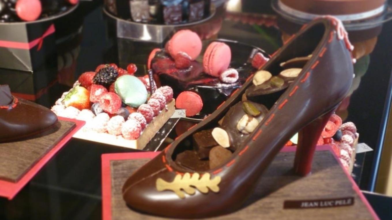 sko av choklad fylld med praliner