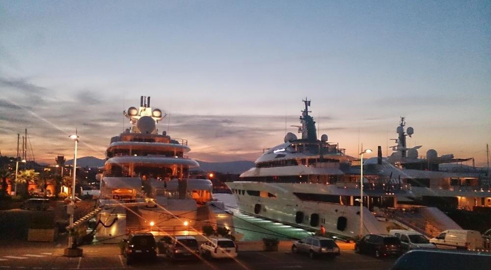 Dilbar och Anastasia i Port Vauban