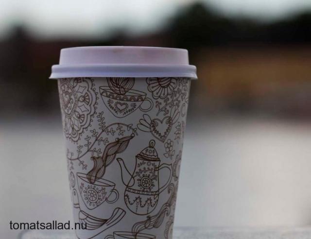 latte i pappmugg