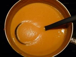 morots och röd curry-soppa
