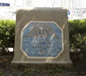 Plakett där Napoleon landsteg 1815