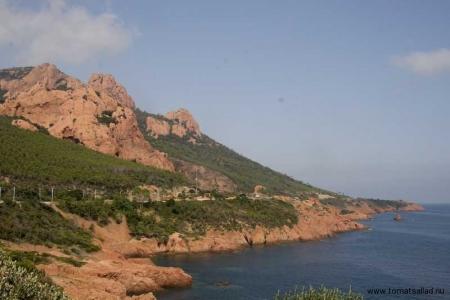 de röda Esterelbergen och Medelhavet