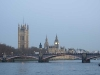 Big Ben i fjärran i blått morgonljus