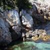 azurblått hav, vita klippor
