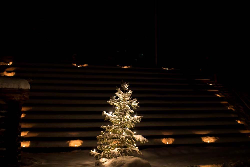 julgran och scen