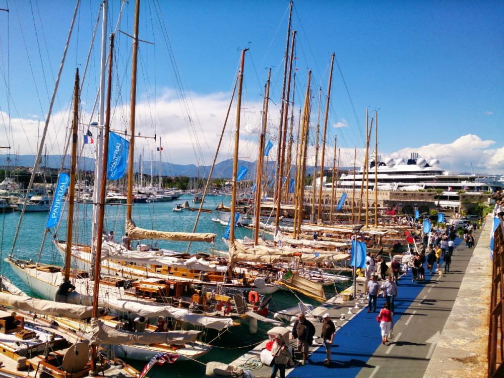 Inre hamnen i Antibes under Voiles d\'Antibes