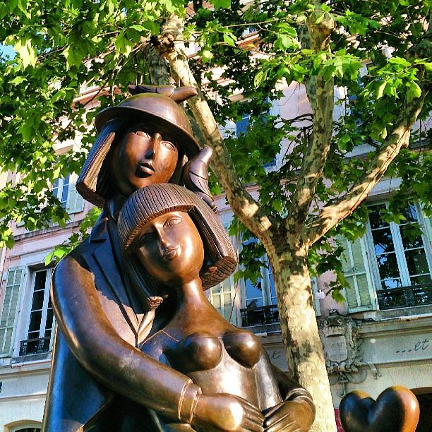 Peynet staty på Place National