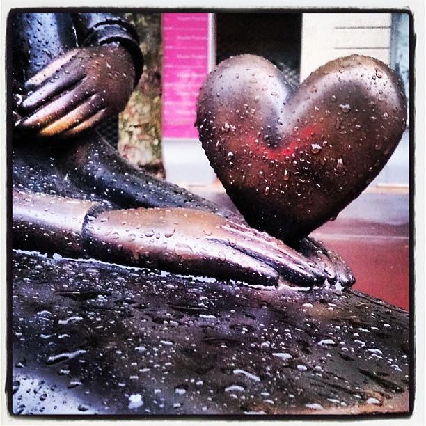 Vem har snott sommaren? #Antibes #hjärta #staty