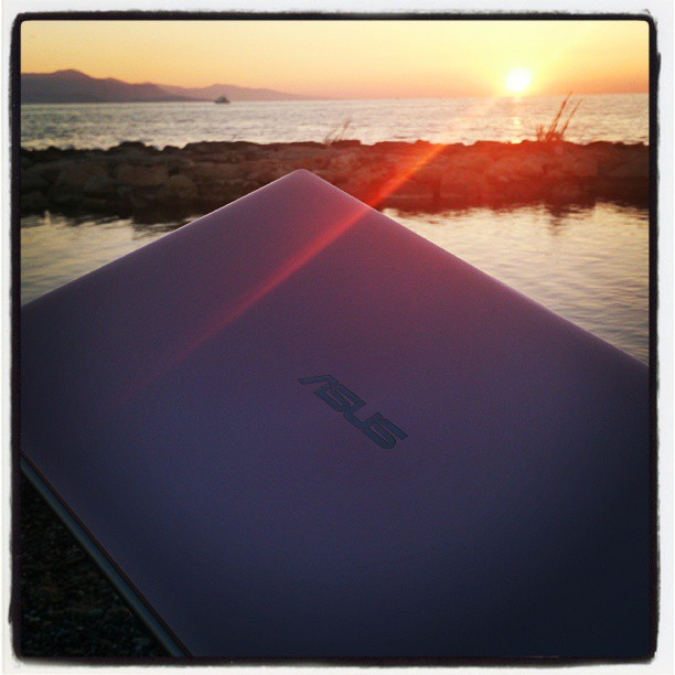 I took mycket #Asus for a morning walk. I: look how beautiful it is, how will I write it down of you don't wake up. ASUS: If it is so f**king beautiful, why don't you go enjoy it and leave me to rest in peace. You have worked me too hard for the past 15 months. I: 15 months, ny previous computers stayed with le for three or four years. ASUS: But I am prettier, what did you expect? #computer #zenbook #computercrash #dator #skrivabok #skrivabokutandator #Antibes #Frankrike #soluppgång