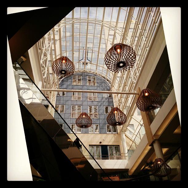 Coola lampor i Täby Centrum del två (del ett la jag upp för några månader sedan). #Täby #lampor
