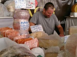 Bästa osten i Antibes finns på marknaden