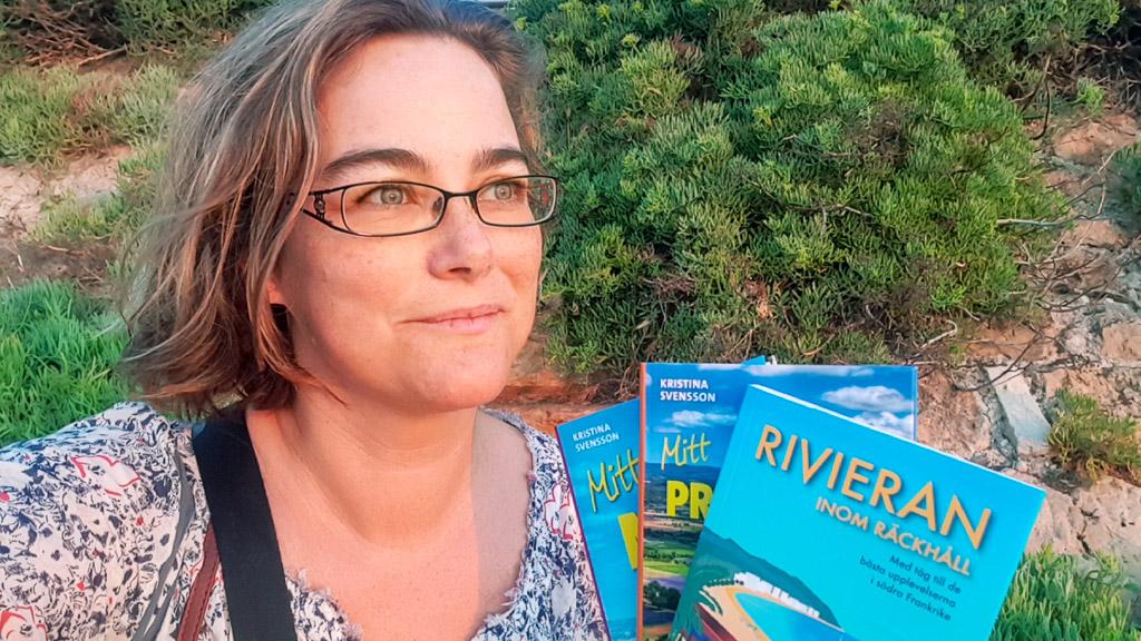 Kristina Svensson med reseguiderna Mitt Nice, Mitt Provence och Rivieran inom räckhåll.