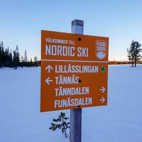 Orange skylt Nordic Ski Center